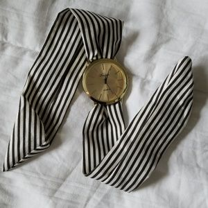 Ladies watch with fabric tie band